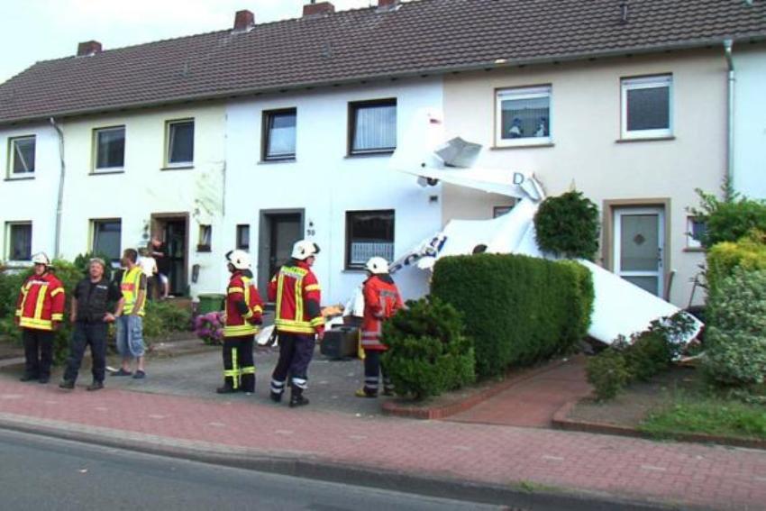 При падении самолёт задел ещё три дома