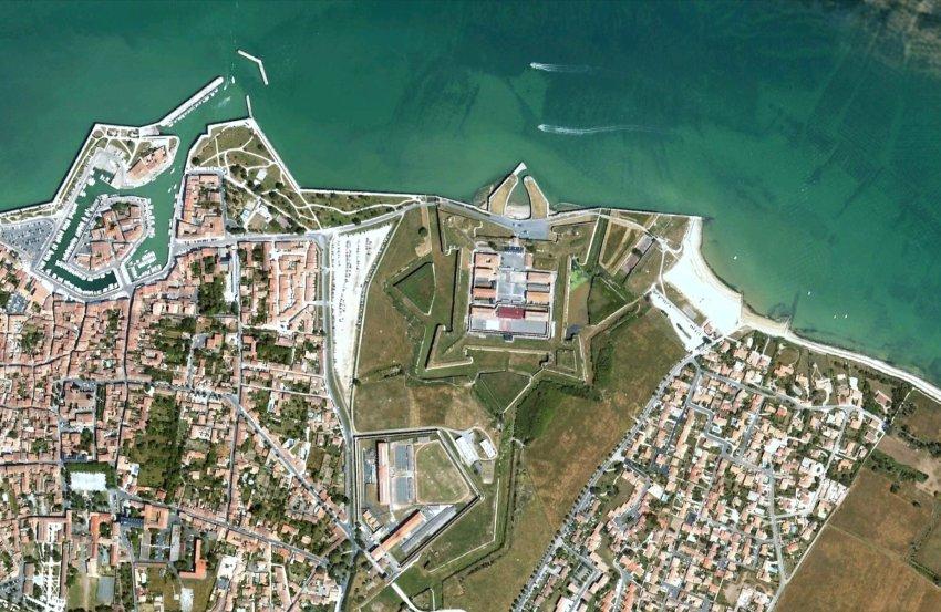 Снимок острова Ре из космоса