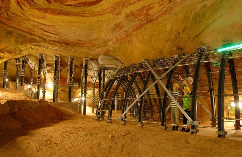 Толька малая часть пещер открыта для посетителей