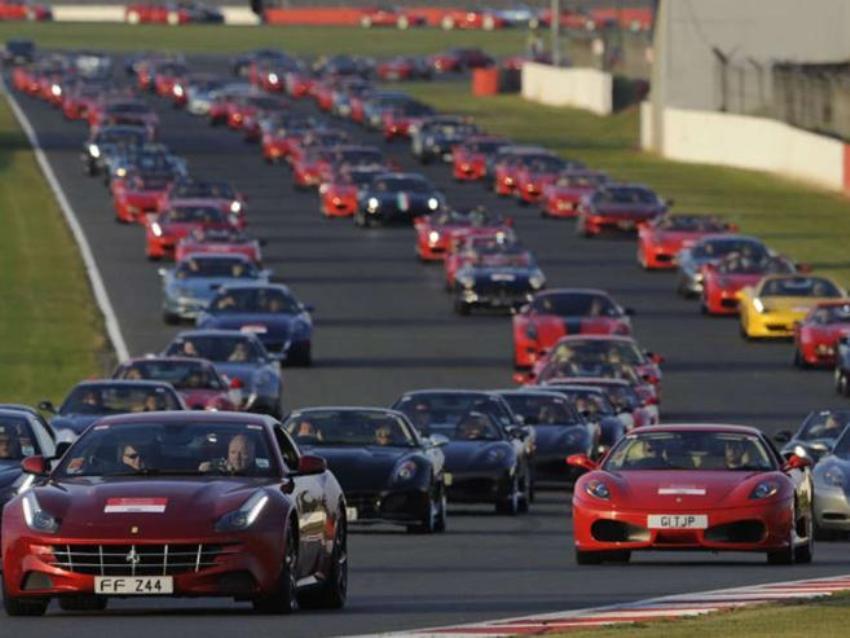 964 «Ferrari» на одном гоночном треке