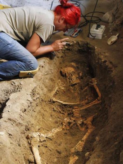 Одно из захоронений, найденных в монастыре Святой Урсулы