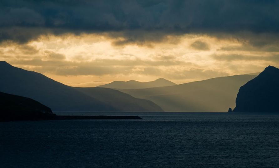 Вид с парома, рядом с Torshavn, фото CC BY Stig Nygaard