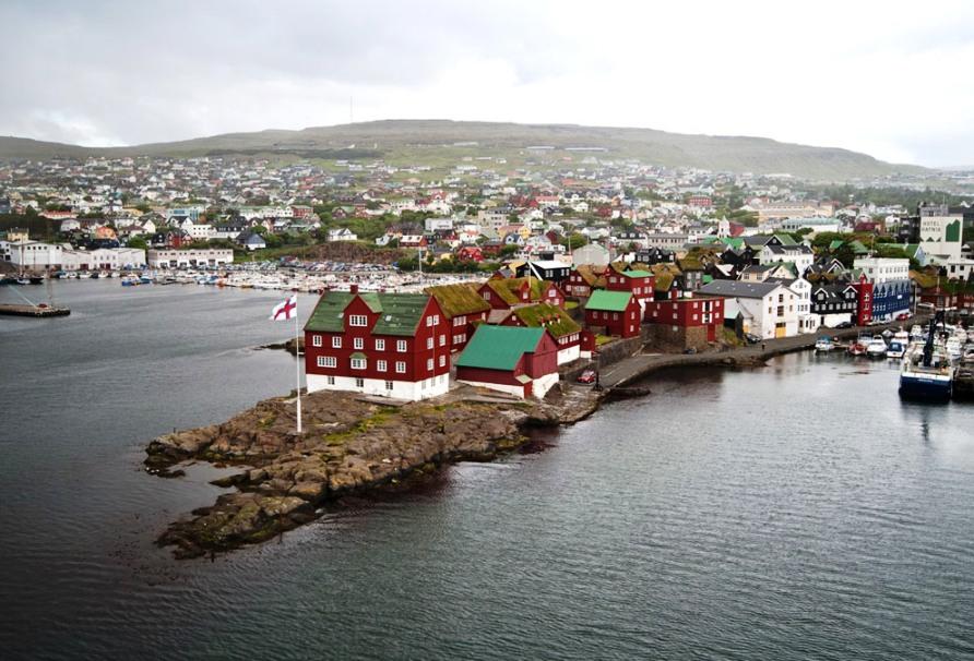 Гавань Torshavn, столица и крупнейший город на Фарерских островах, фото CC BY Stig Nygaard