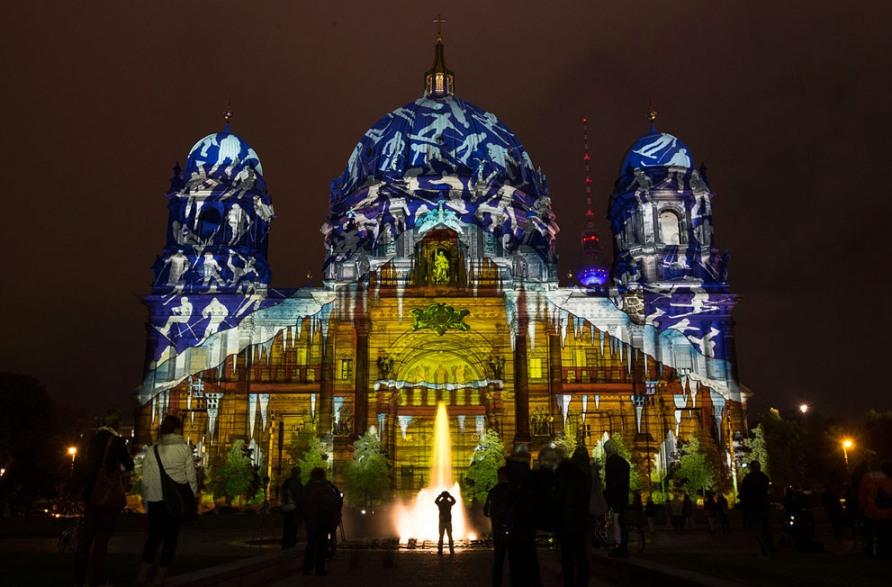 Berlin Cathedral во время Фестиваля Огней в Берлине, 10 октября 2012, фото AP Photo/Markus Schreiber