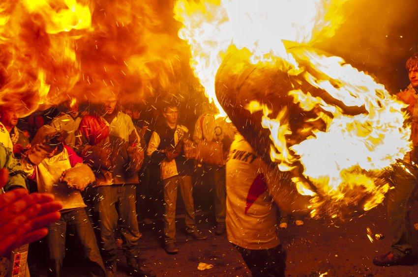Фестиваль горящих бочек