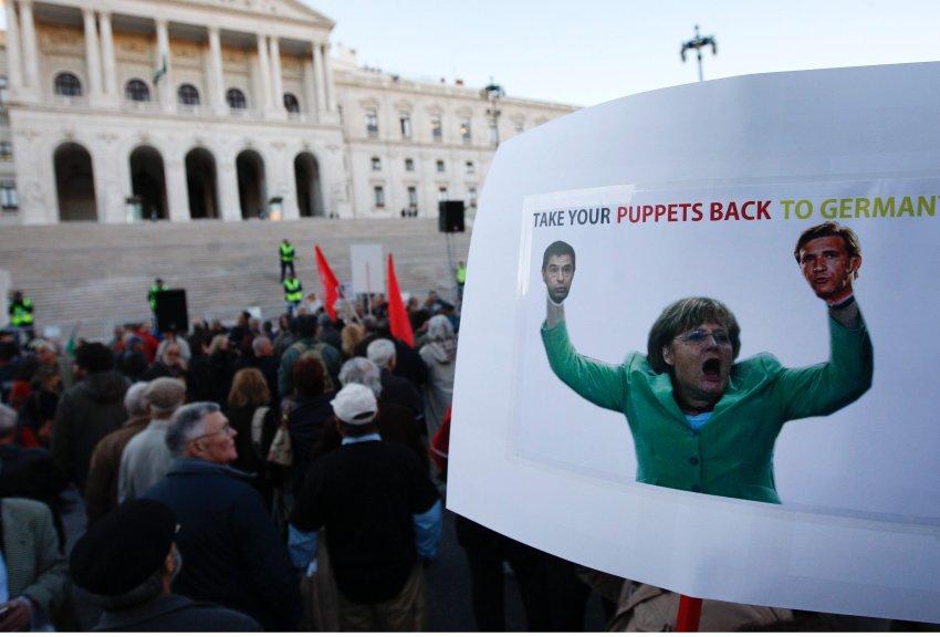 Меркель в роли актера кукольного театра
