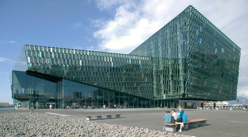 В 90-е годы было построено много современных зданий