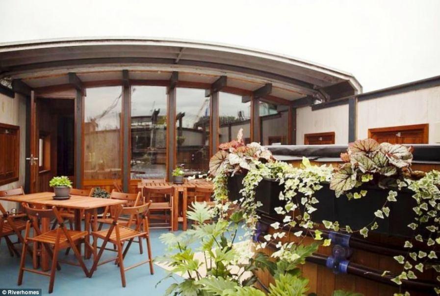 Корабль-дом Le Sorelle в Лондоне