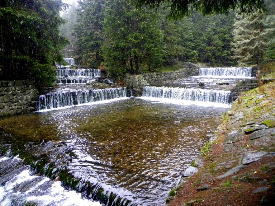 Водные каскады недалеко от города Трутнов