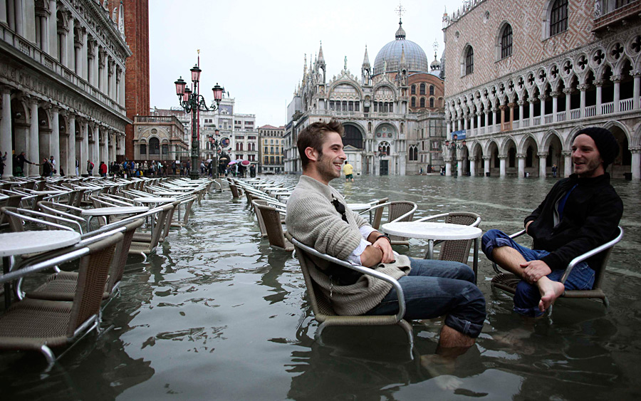 Площадь Сан-Марко в Венеции во время затопления, фото Manuel Silvestri/Reuters