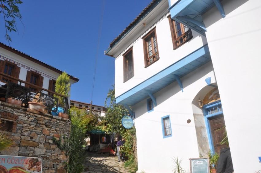 В деревне Сиринс проживает 600 человек