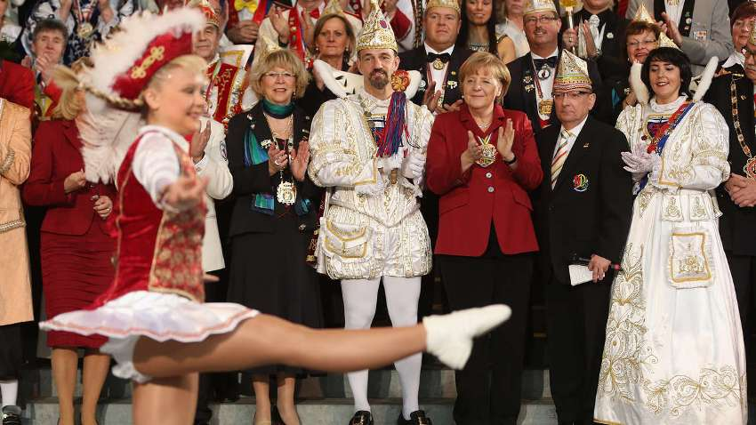 Ангела Меркель принимала участников карнавала