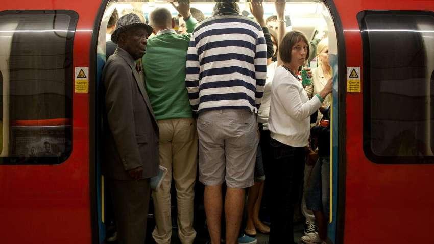 В рабочий день метро обслуживает около 3 млн. человек