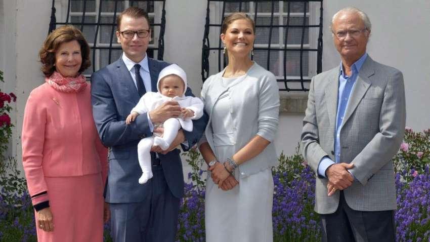 Карл Густав с королевой Сильвией, принцессой Викторией, её мужем Даниэлем и дочерью Эстелль