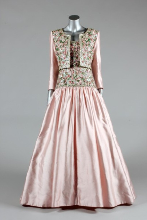 Это платье было разработано специально для визита в Индию