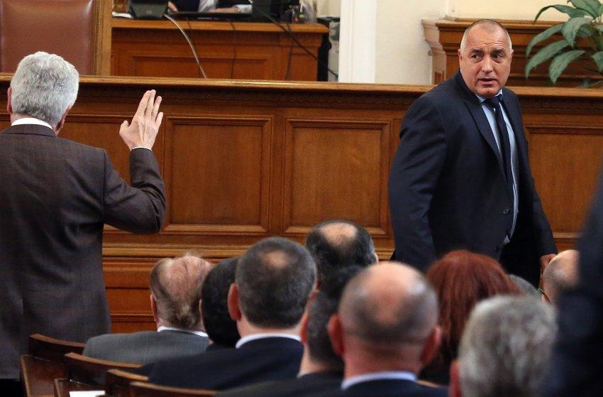 Премьер-министр Бойко Борисов подал в оставку