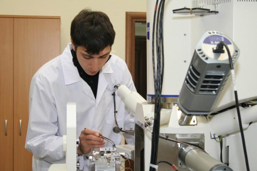 Учёные исследуют найденные осколки