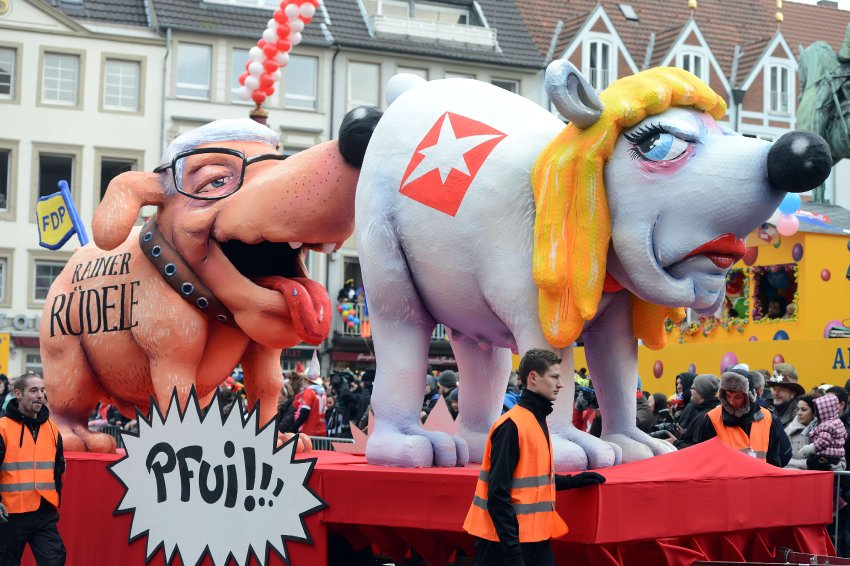 Политики на карнавале