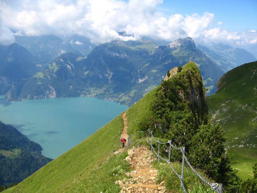 Крутые склоны швейцарских гор