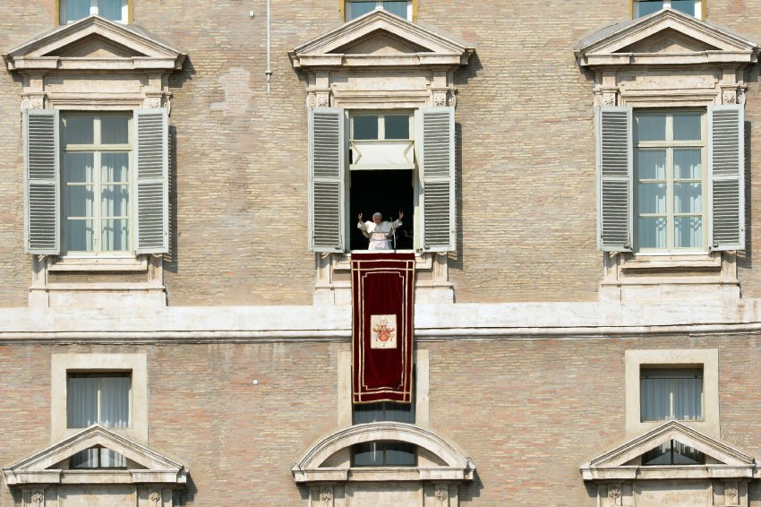 На днях Бенедикт сообщил, что хочет покинуть Святой престол из-за плохого самочувствия