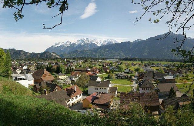 Тюрингия - живописный район с отвесными скалами и холмами, хвойными лесами и широкими долинами.