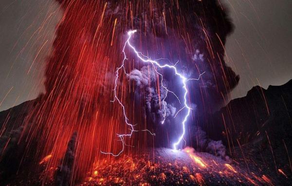 Молния над вулканом Сакурадзима