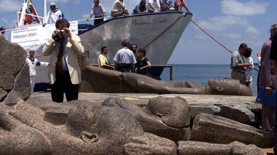 Статуи, поднятые со дна моря