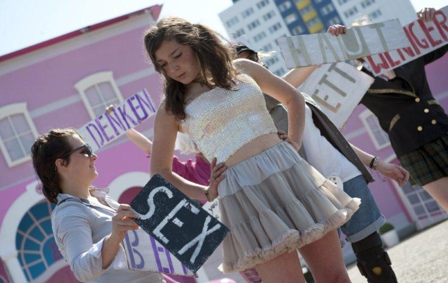 Протесты у дома Барби