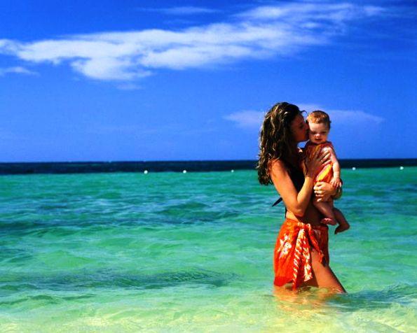 с ребенком на море фото