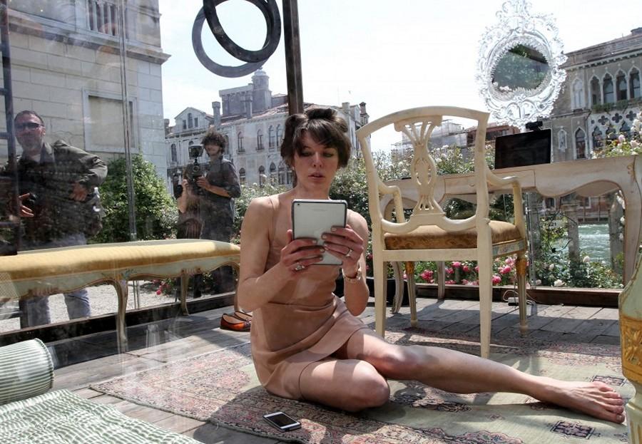 Милла Йовович стала участницей арт-проекта на Биеннале в Венеции