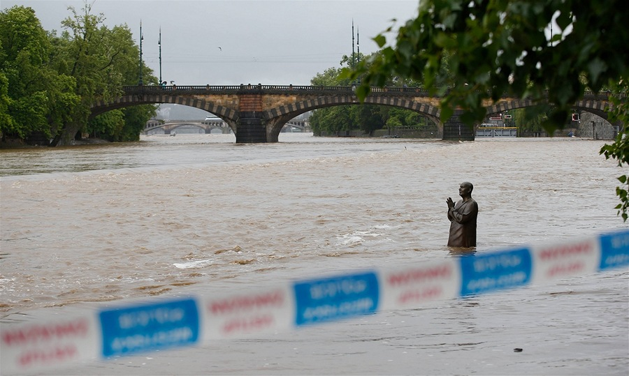 На острове Кампа  - наводнение в Праге - 2 июня 2013 года