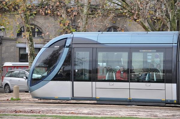 современный трамвай
