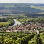 Река Марна протекает через регион Шампань