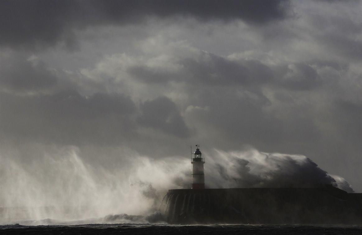 Сильнейший шторм - Святой Иуда, обрушился на Западную Европу