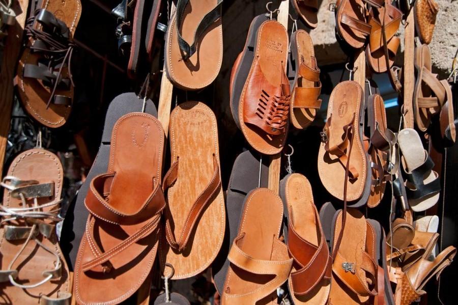 традиционная местная кожаная обувь острова Родос. Родос достопримечательности