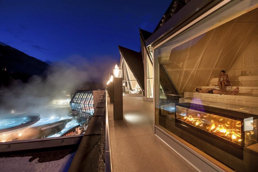 Лучшие горнолыжные курорты Европы, термальный комплекс AquaDome в поселке Ленгенфельд, Зельден, Австрия