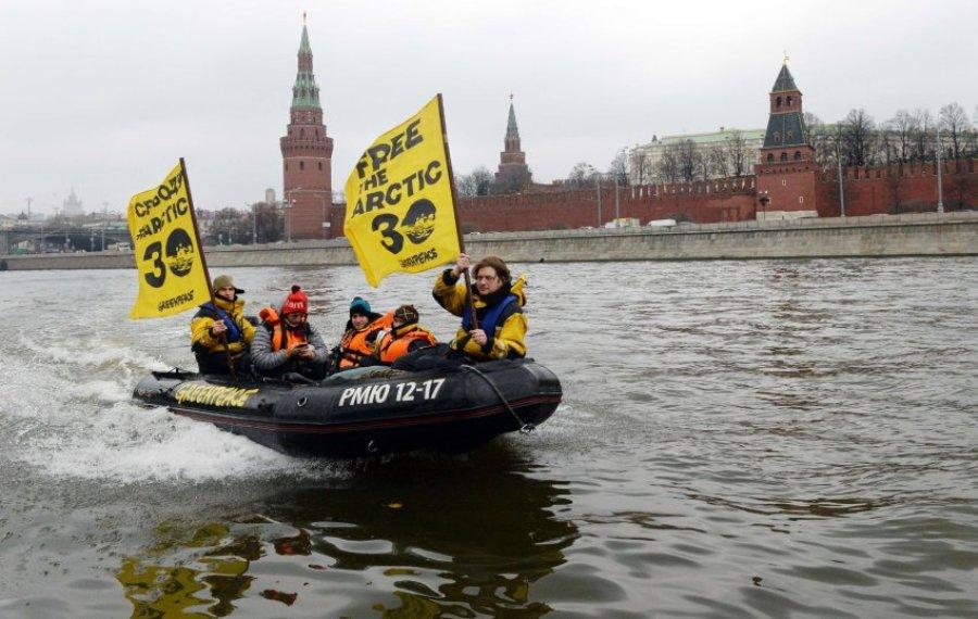 """Протест против заключения под стражу активистов """"Гринпис"""""""