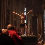 19-летняя активистка движения Femen Жозефина Витт на Рождественской мессе в Кельнском соборе