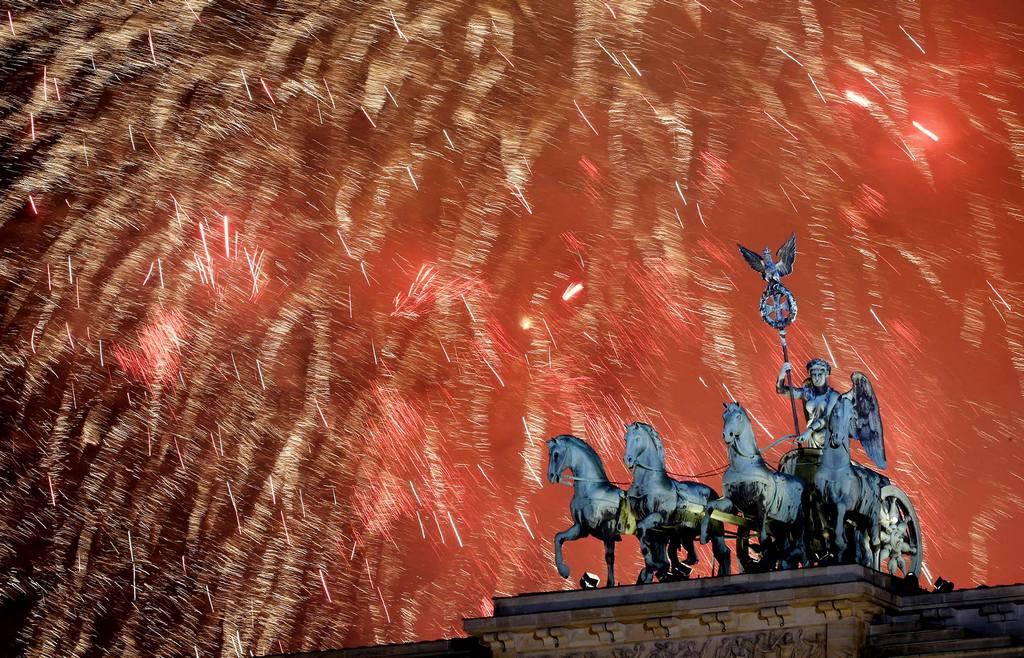 Новогодний фейерверк в Берлине. Бранденбургские ворота. Новый Год 2014