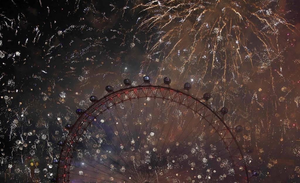 Новогодний фейерверк в Лондоне.  Лондонский Глаз. Новый год 2014