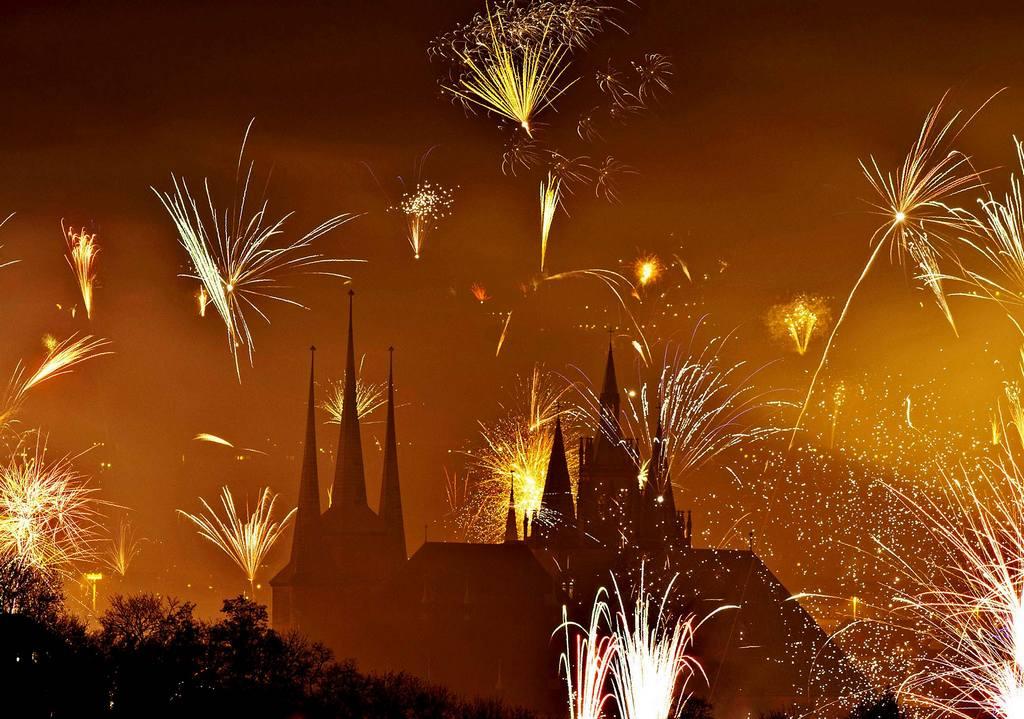 Новогодний фейерверк в  Эрфурте, Германия. Новый год - 2014
