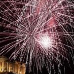 Новогодний фейерверк в Афинах над древним храмом Парфенон, Акрополь - Новый Год 2014