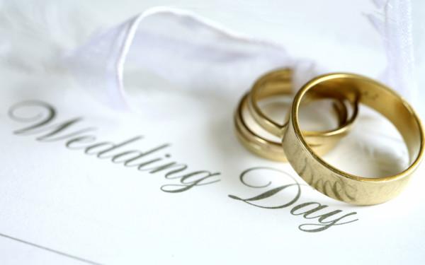 все больше молодоженов избавляются от свадебных традиций
