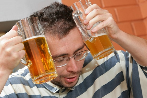 пьющий британец один год из своей жизни борется с похмельем