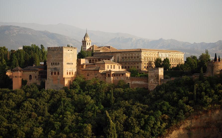 Самые красивые места Испании, Дворец Альгамбра в Гранаде