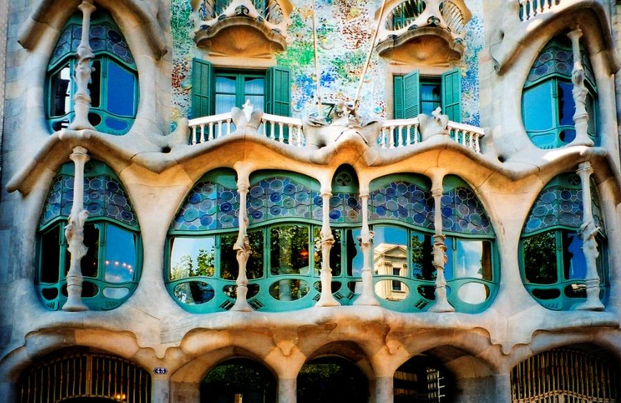 Самые красивые места в испании, дом Мила в Барселоне