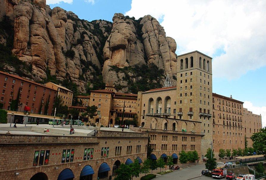 Самые красивые места Испании, монастырь Монсеррат в Каталонии