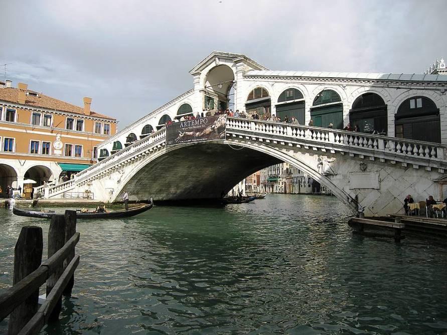 Достопримечательности Италии. Мост Риальто в Венеции