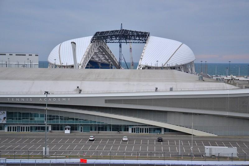Крышу у Фишта почти разобрали – еще 3,5 миллиарда рублей освоили.