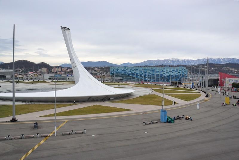 Ледовый дворец «Айсберг» обошелся в 300 миллионов долларов. Ныне простаивает.